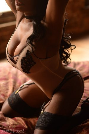 Cristaline happy hour escort Eschwege, HE